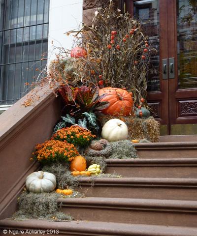 Pumpkins on a doorstep in New York & Halloween pumpkin hunting! | Kiwi Footprints