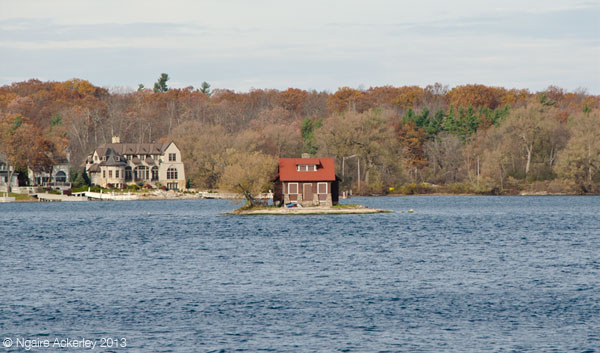 Small isolated house in Thousand Islands