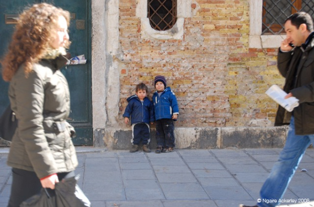 'Stand by me', children in Venice, Italy