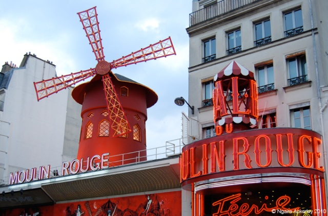 Moulin Rouge - one spot I wish I'd seen a show in!