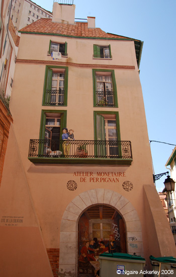 Literally a painted house, Perpignan