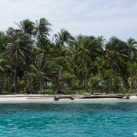 Sailing through the San Blas Islands on the Nacar 2