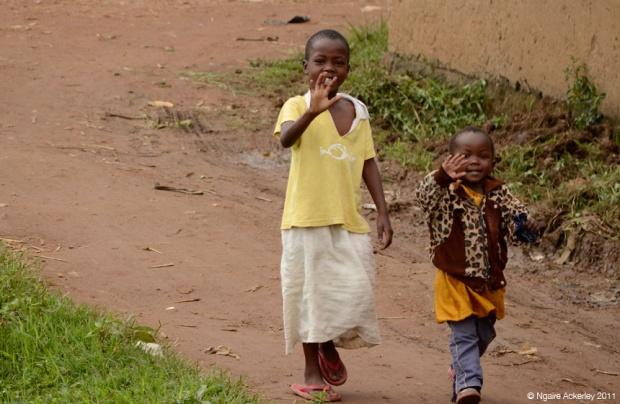 African children waving