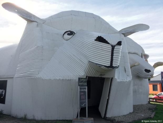 Tirau - sheep sculpture