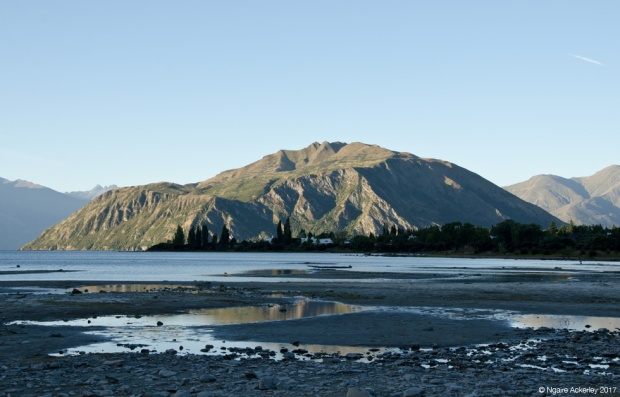 Wanaka Lake as the sun goes down